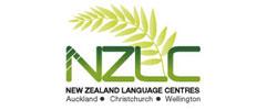 สถาบันภาษาตั้งอยู่ที่เมืองโอ็คแลนด์ ไครสต์เชิร์ช และเวลลิงตัน ได้มาตรฐานการเรียนการสอน โดยได้จดทะเบียนและอยู่ในรายชื่อ NZQA (New Zealand Qualification Authority) รวมทั้งเป็นสมาชิกก่อตั้ง English New Zealand จึงการันตีได้ว่ามีมาตรฐานในการเรียนการสอนเป็นอย่างดี